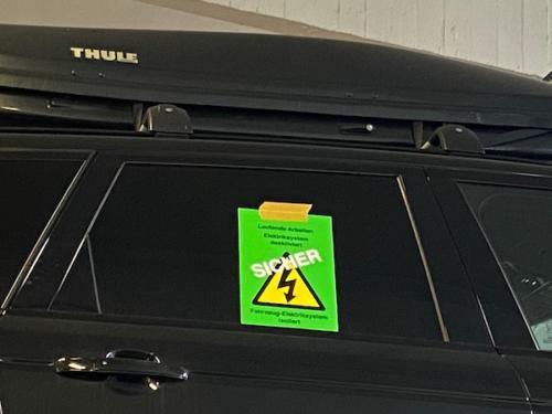 WN-Technical Training: Kennzeichnung des Hochvolt-Autos auf einem gesicherten Hochvolt-Arbeitsplatz